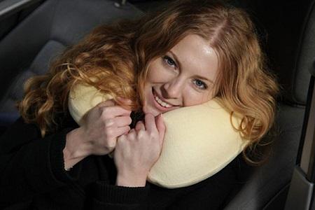 Подушка для шеи в самолет спасает при остеохондрозе