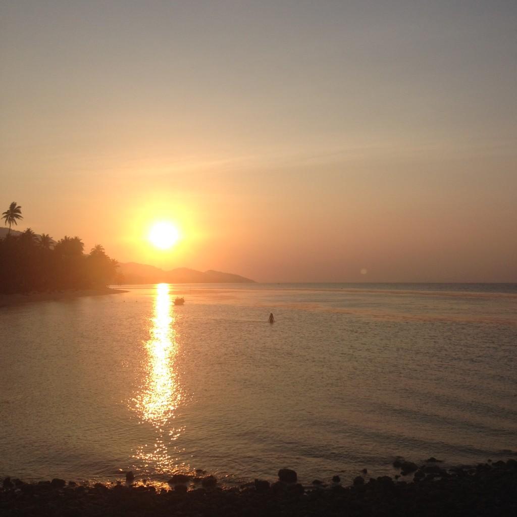 Закат на пляже Бан Тай на Самуи
