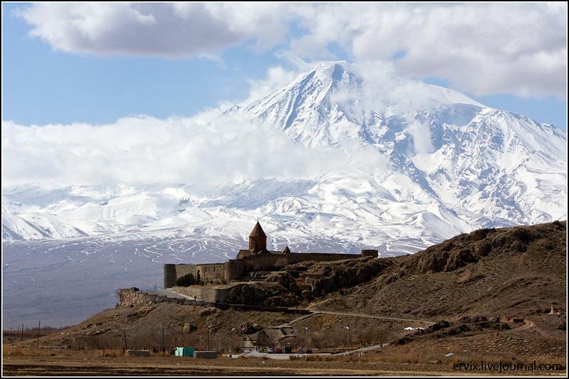 Монастырь Хор Вирап и гора Арарат
