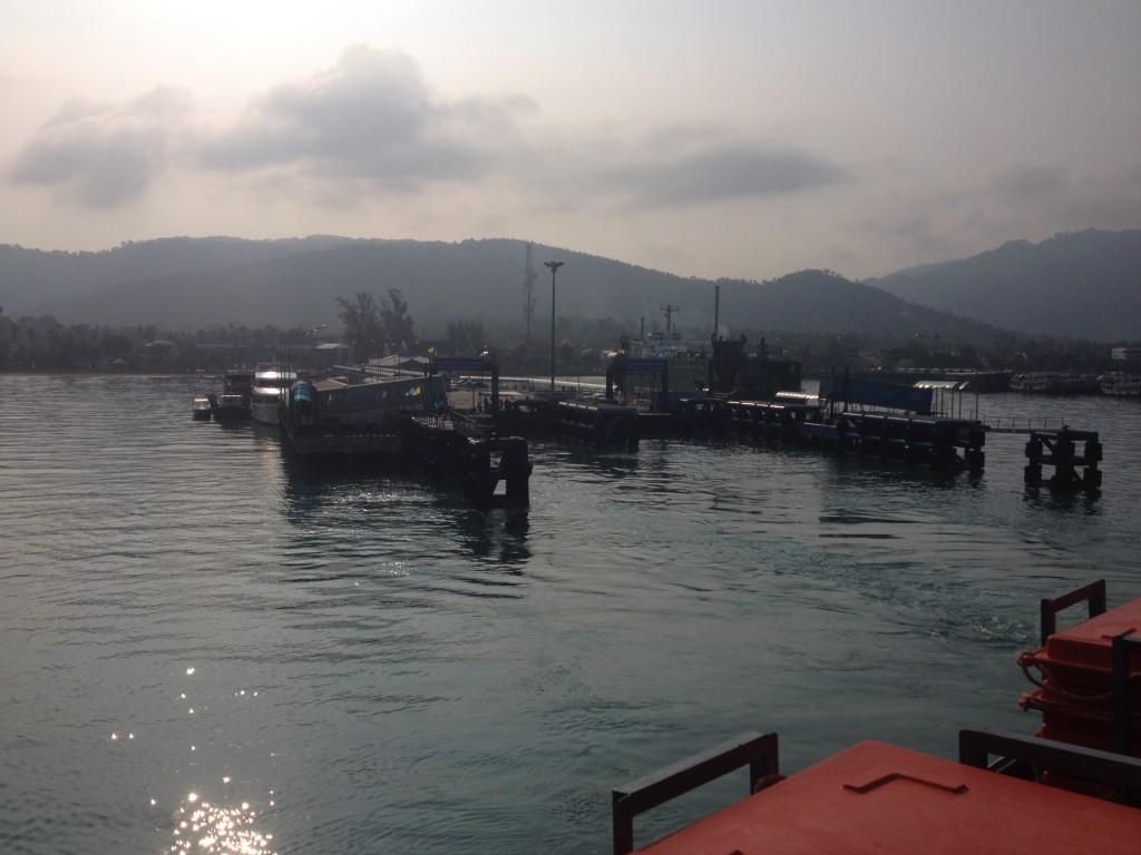 отплывая с острова Самуи рано утром