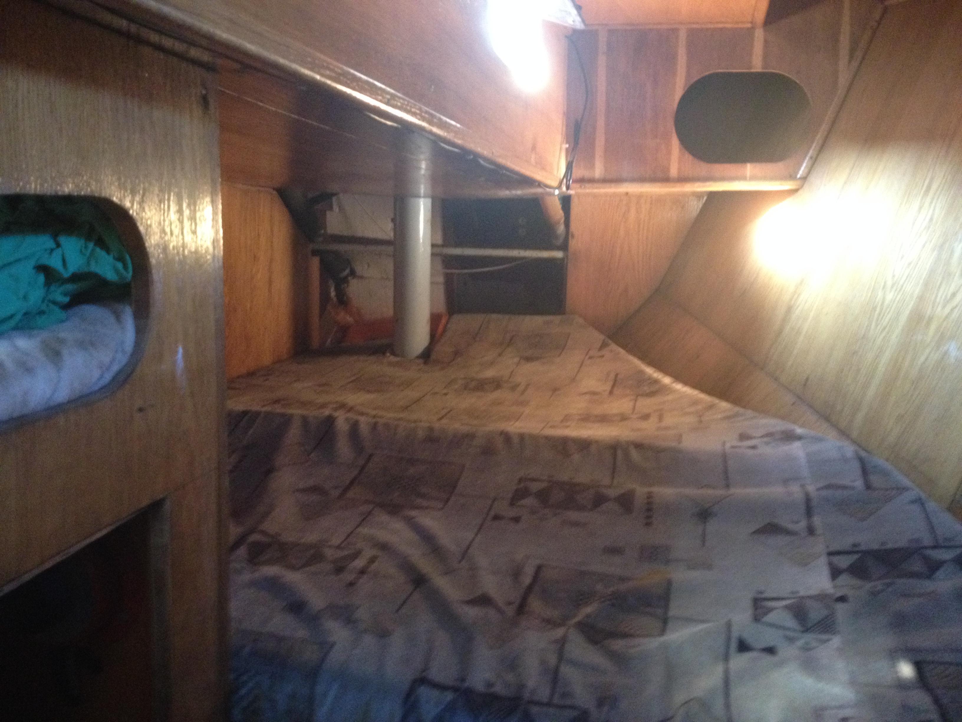 это не каюта, это место где я спал в спальнике :)
