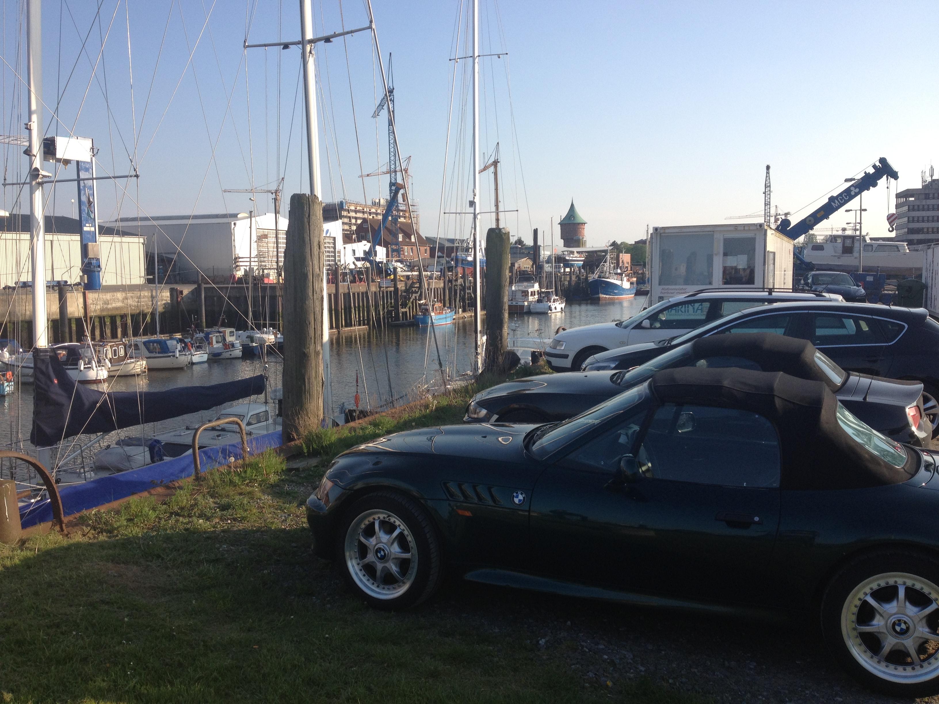 машины и яхты - дорогие игрушки уважаемых людей