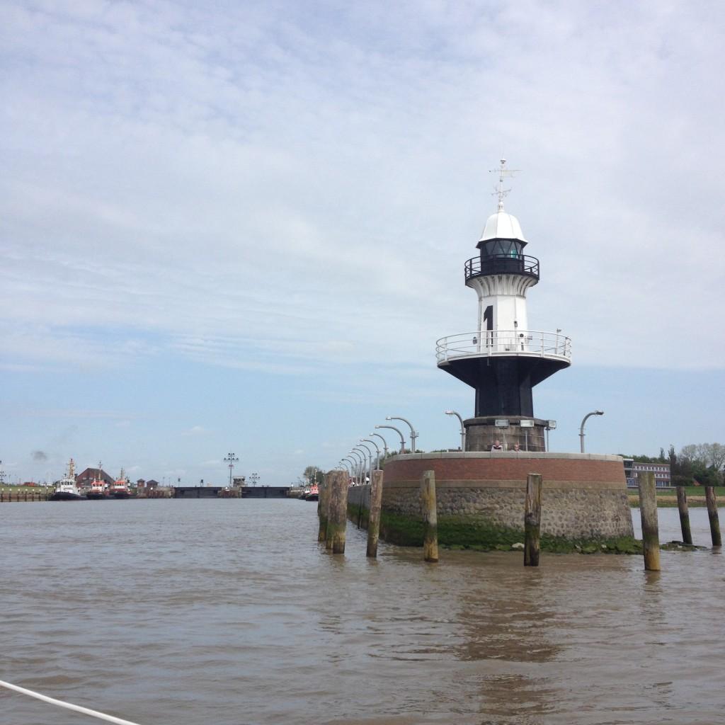 маяк у входа в Кильский канал