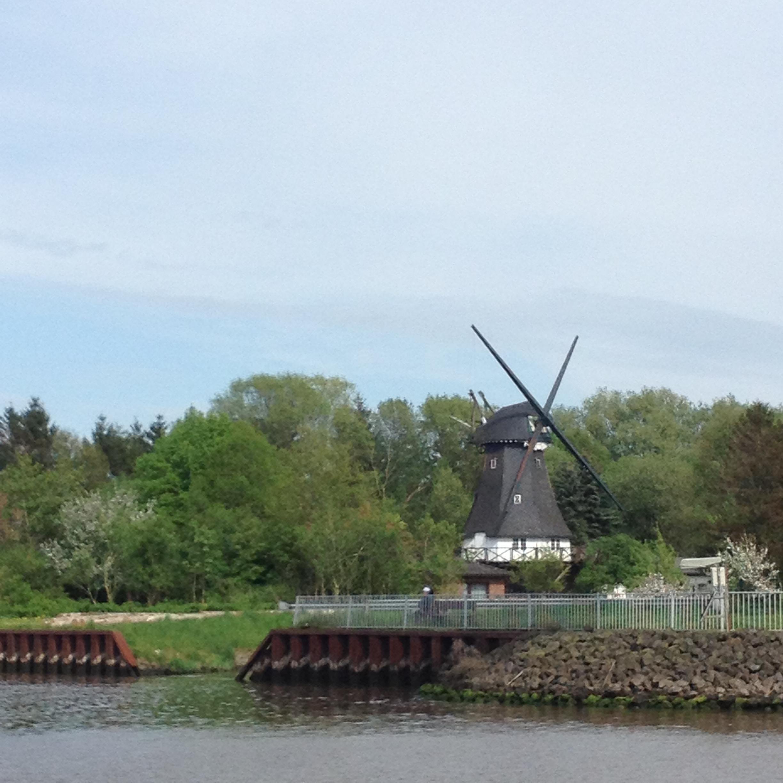 мельница на берегу Кильского канала