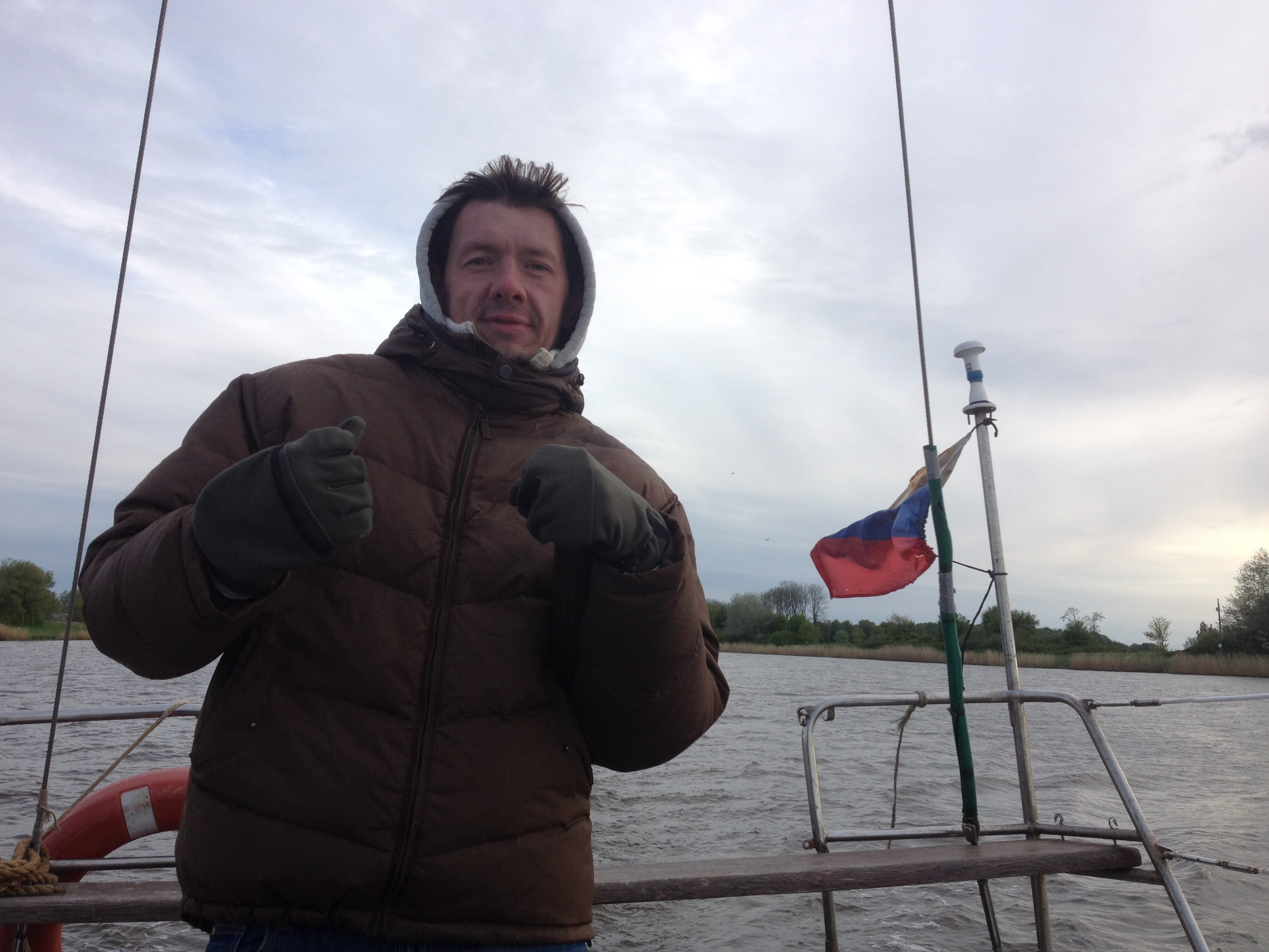 рулю яхтой в Кильском канале