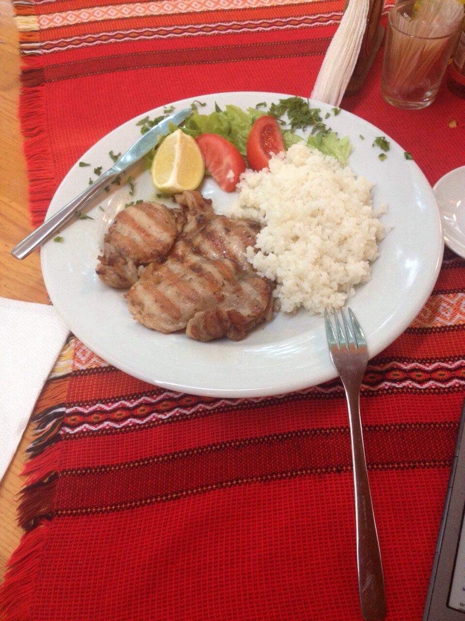 ну как не выложить фотографию вкусной и недорогой болгарской еды? ))