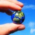 земной шарик в руках фото