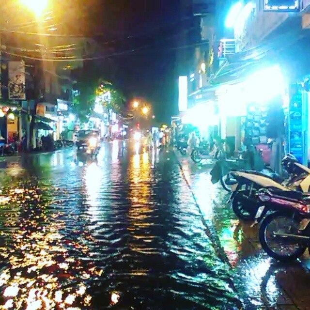 сезон дождей во Вьетнаме выглядит именно так. Фотография сделана в Ня Чанге.