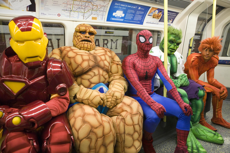 супер звезды Марвел в метро