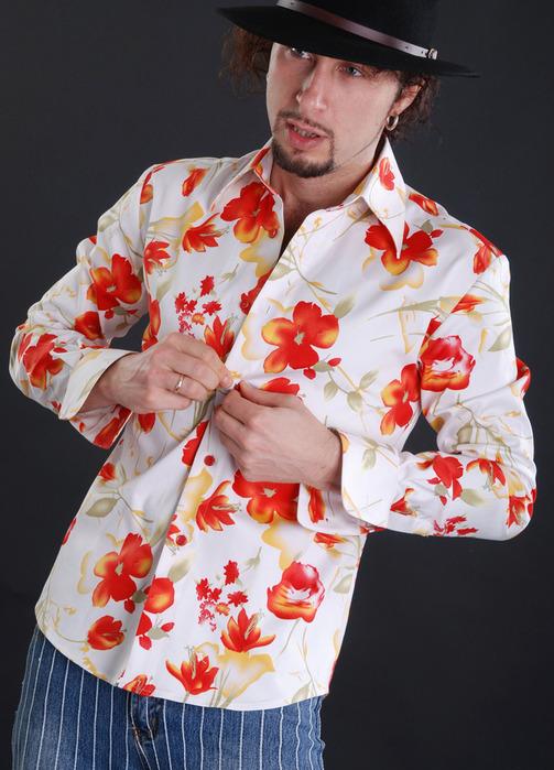 белая рубашка с цветами