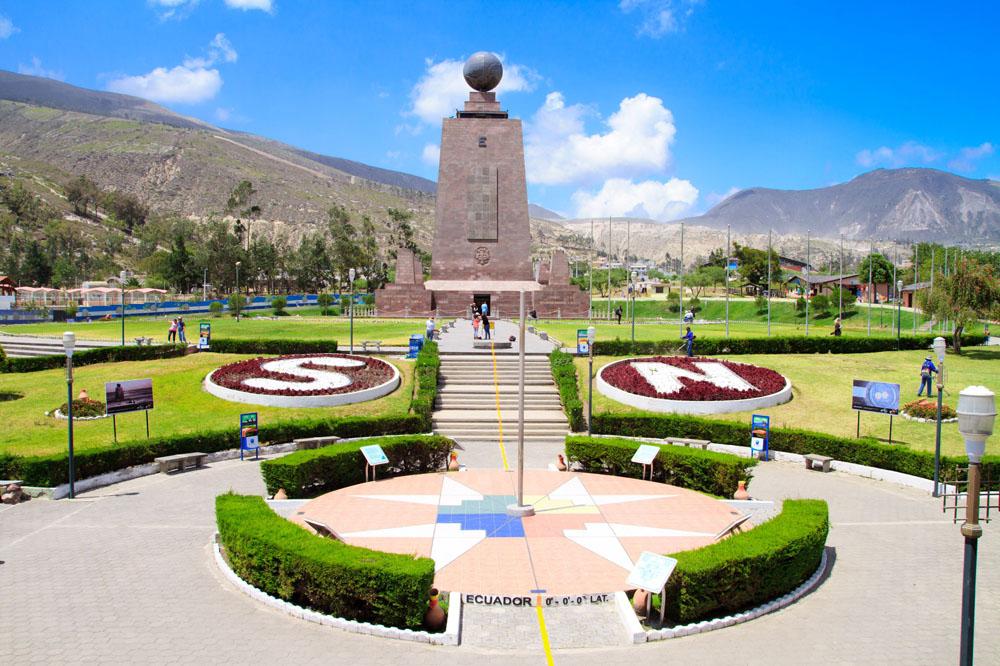 паятник эватору в Кито