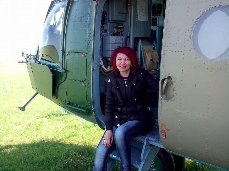 девушка в вертолете