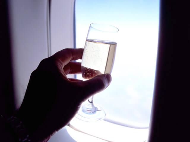 шампанское в самолете