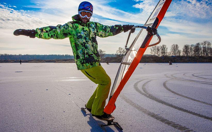 виндсерфинг на льду зимой