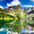 озеро в горах высокогорное