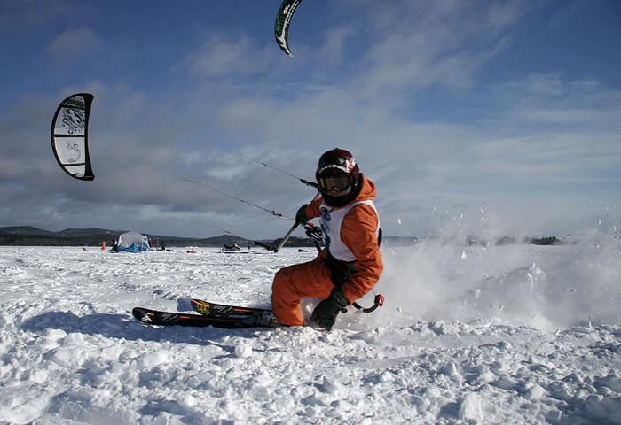 сноукайтинг на лыжах