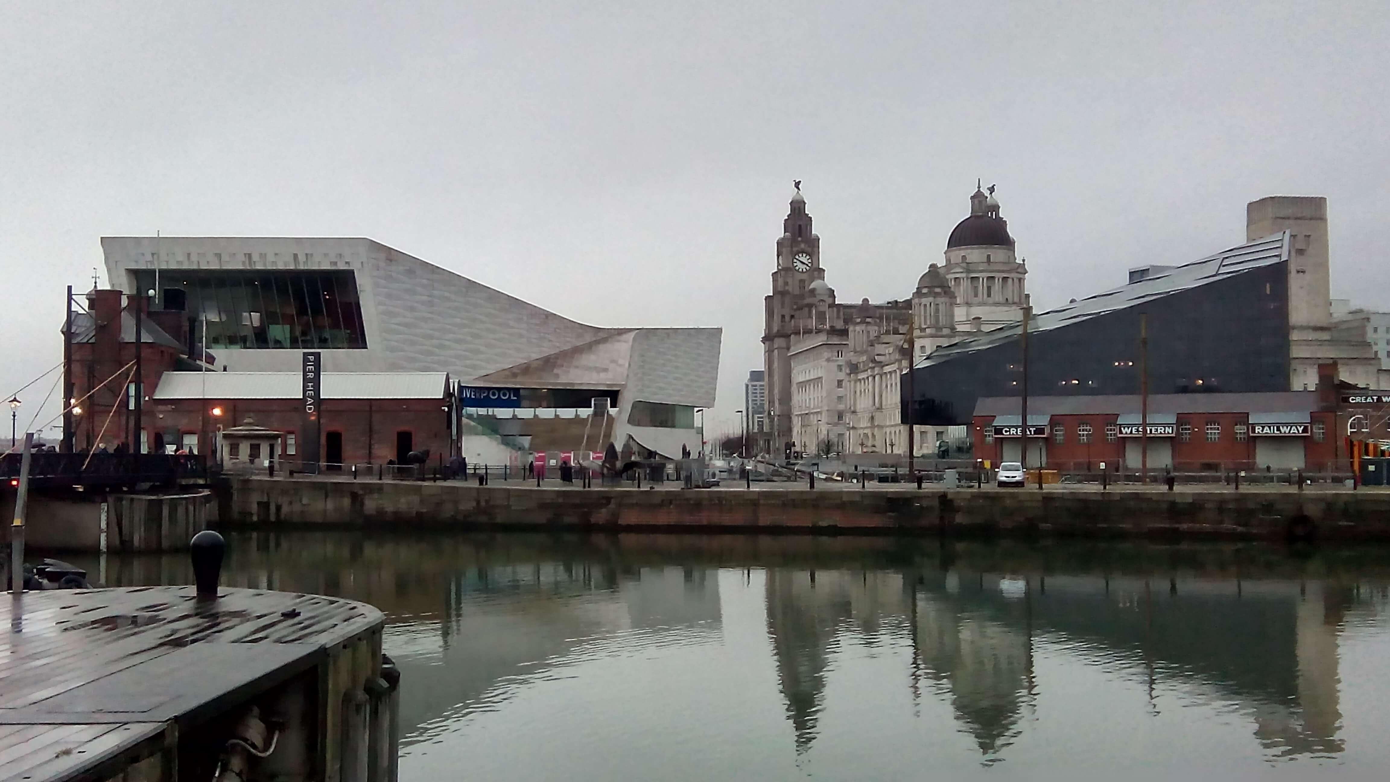 Район «Ливерпульский порт». Вид на Музей Ливерпуля и «Ройал Лайвер Билдинг»