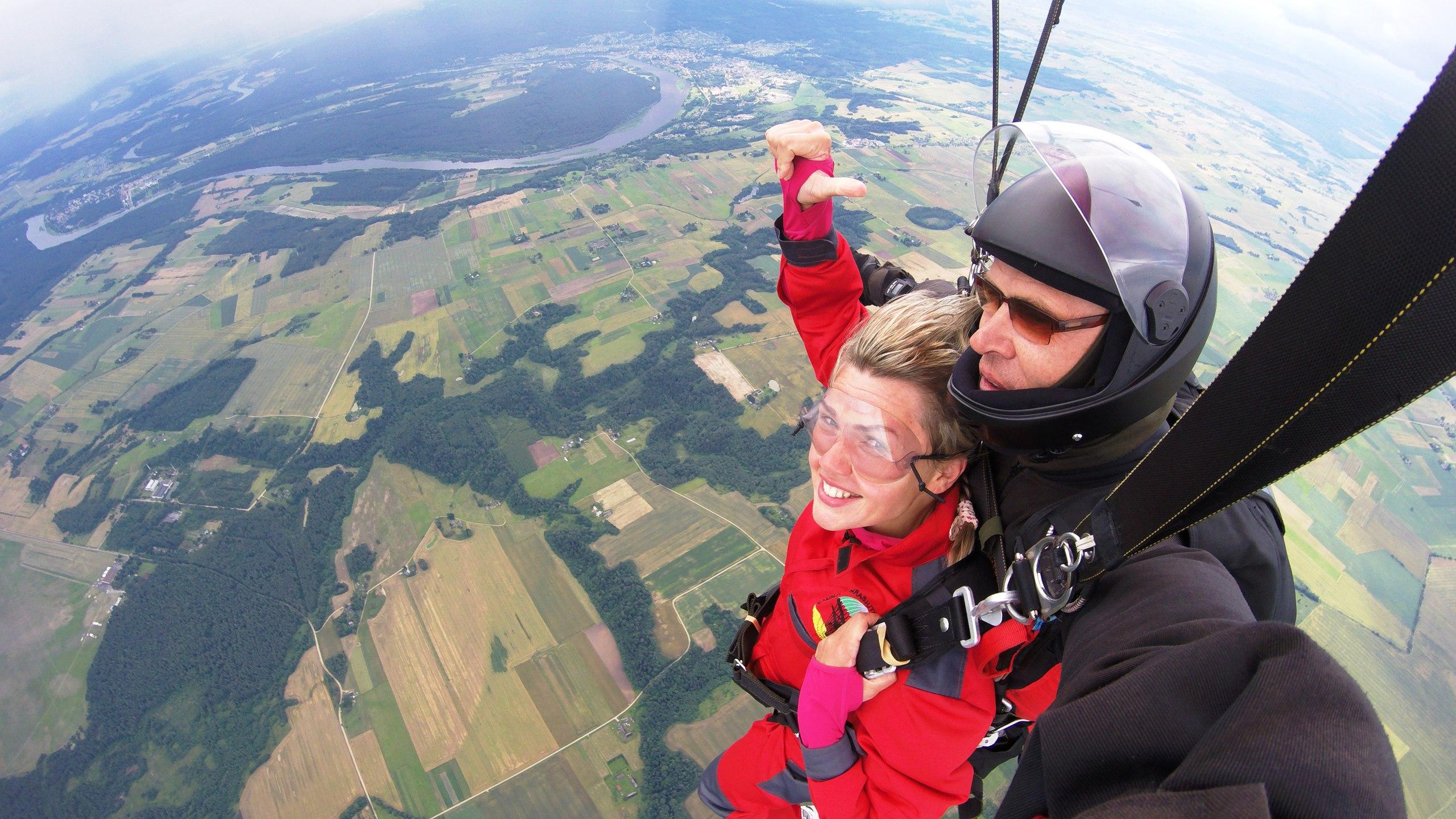 из калининграда в литву поцюняй прыгать с парашютом