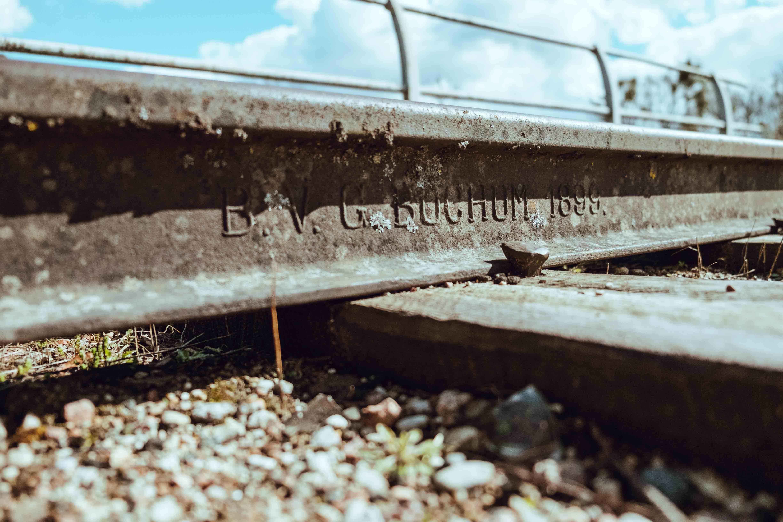 рельсы на вокзале в краснолесье