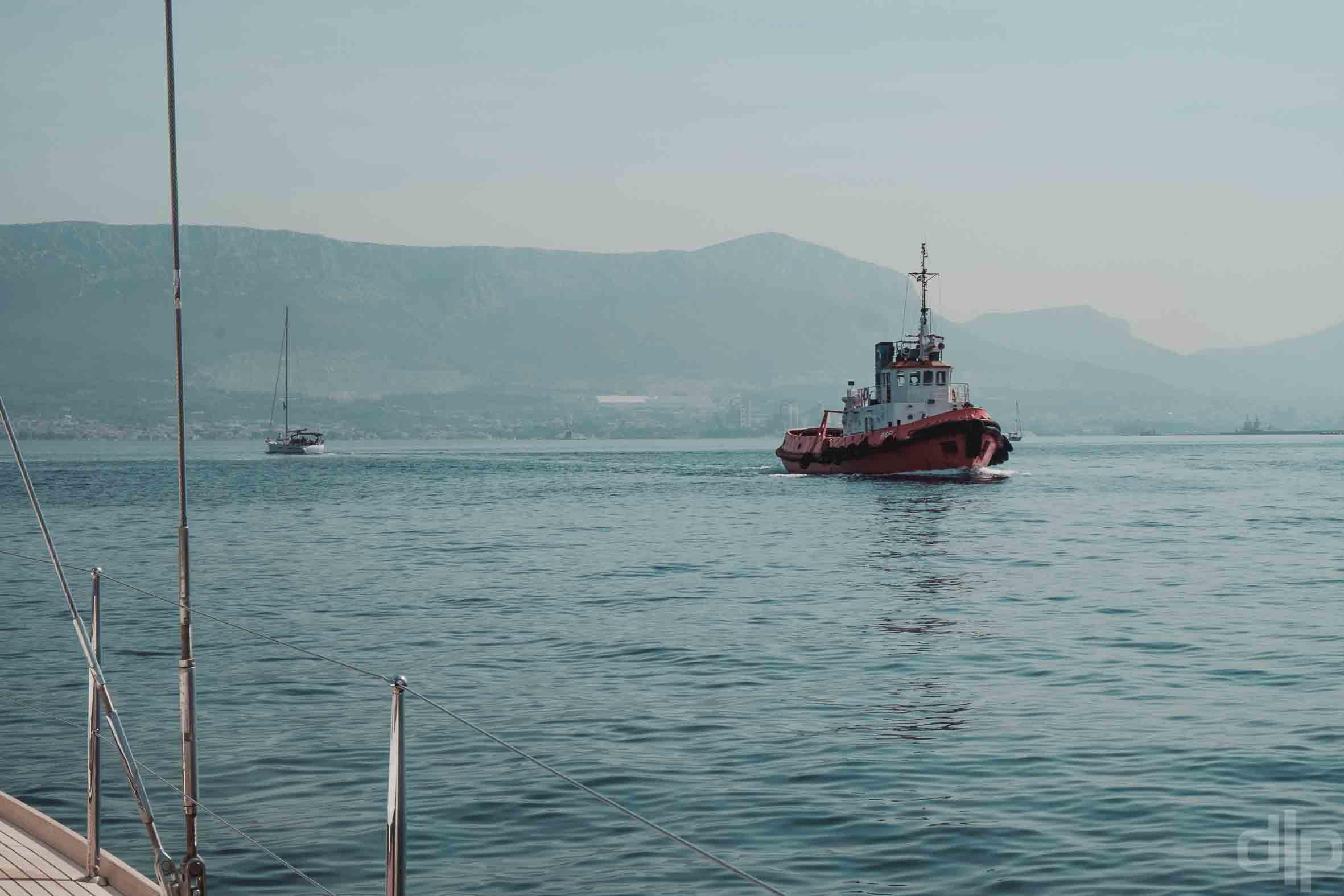 корабль рядом со сплитом хорватия