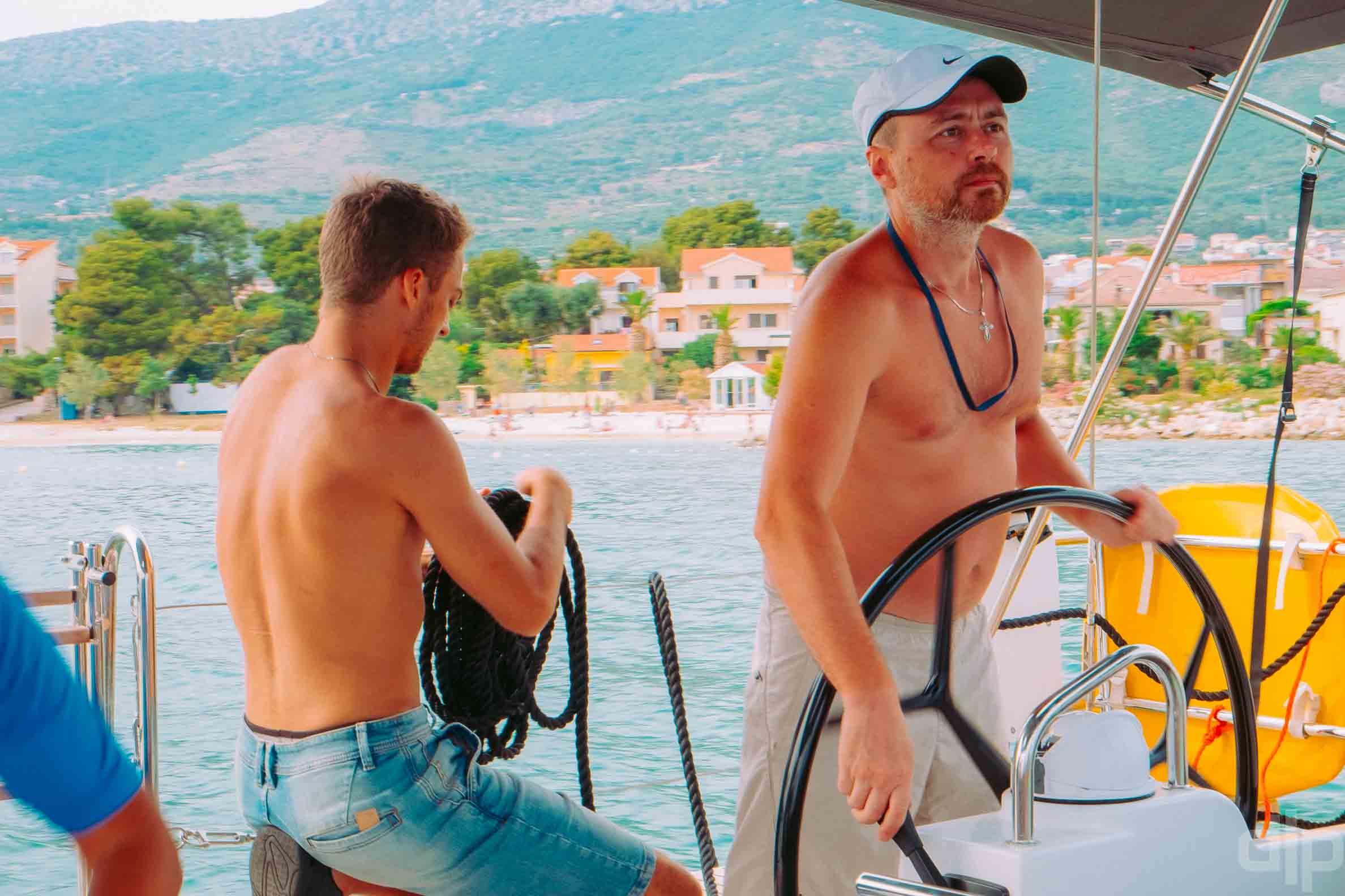 люди на яхте