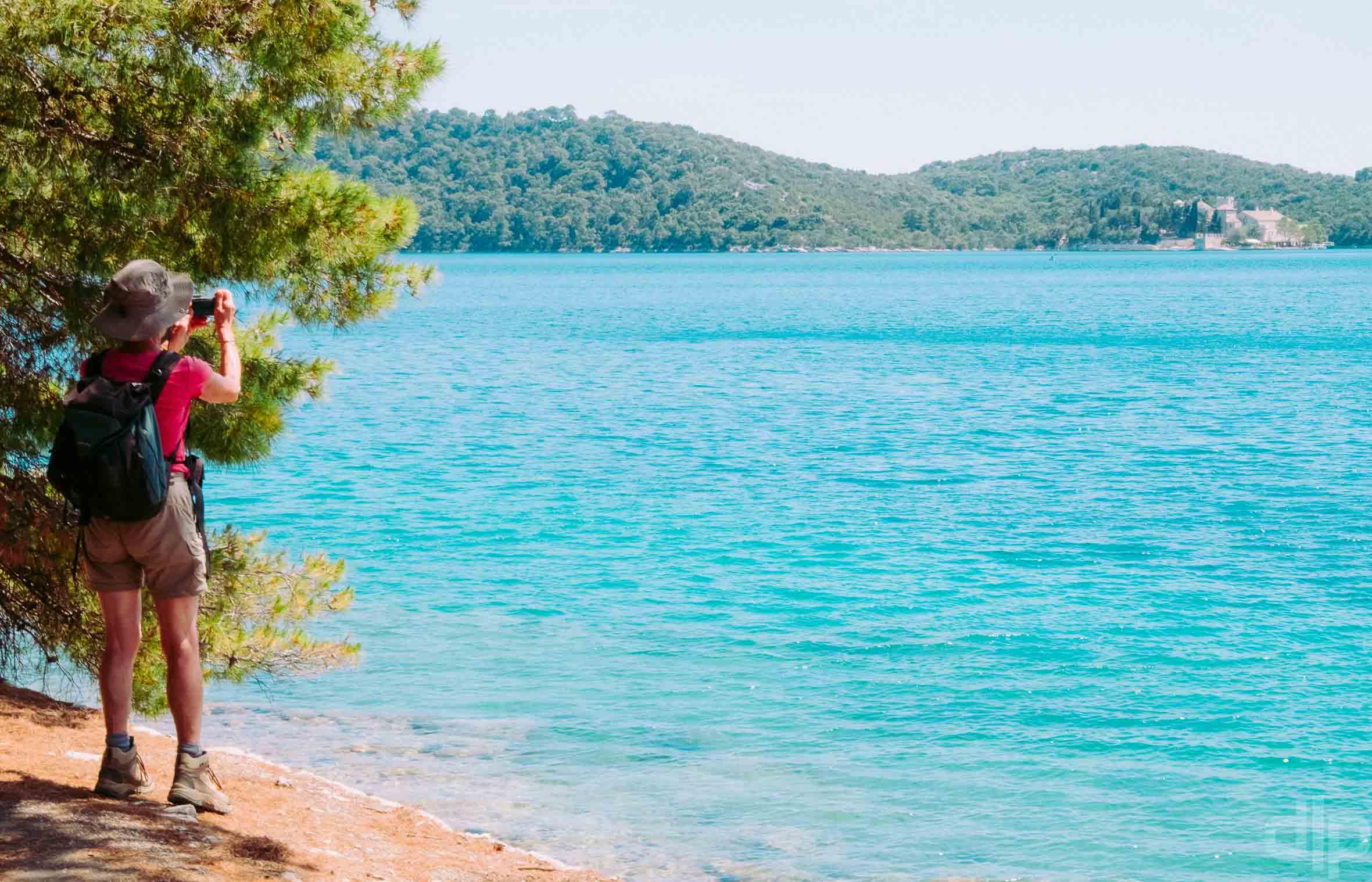 туристы на острове млет в хорватии
