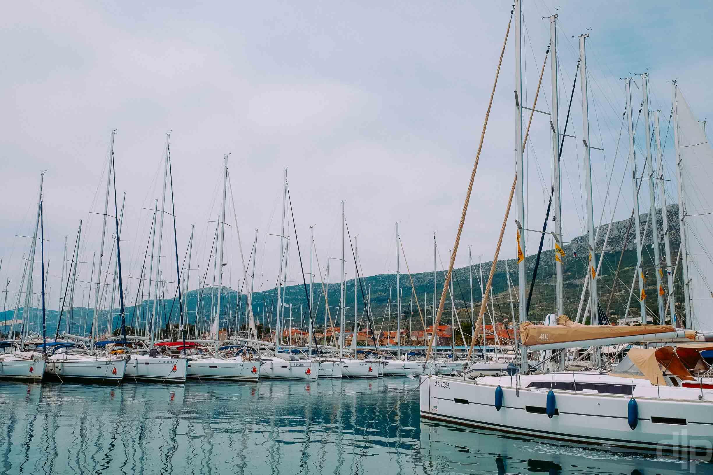яхты в марина каштела сплит хорватия