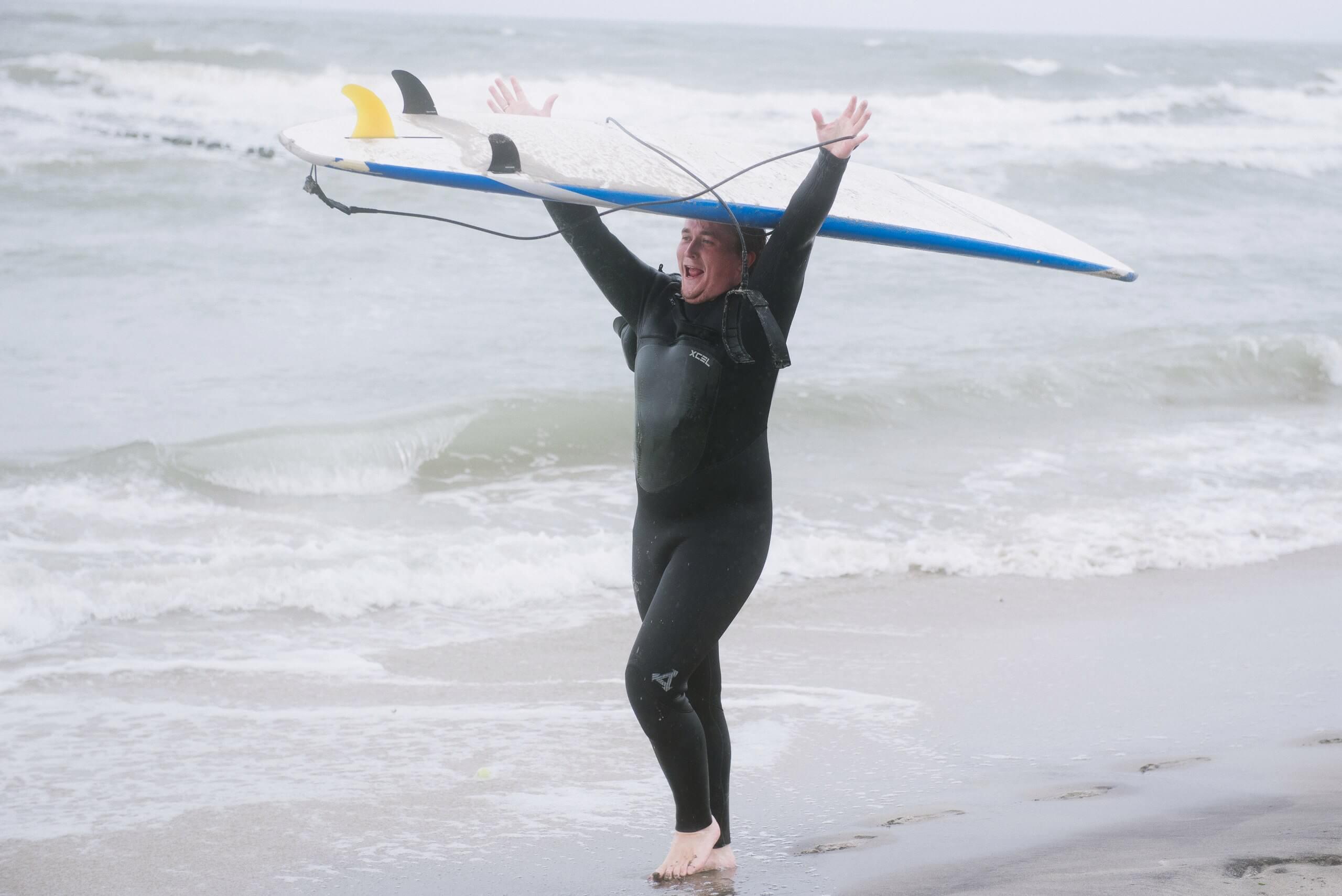 когда получается серфить по волнам
