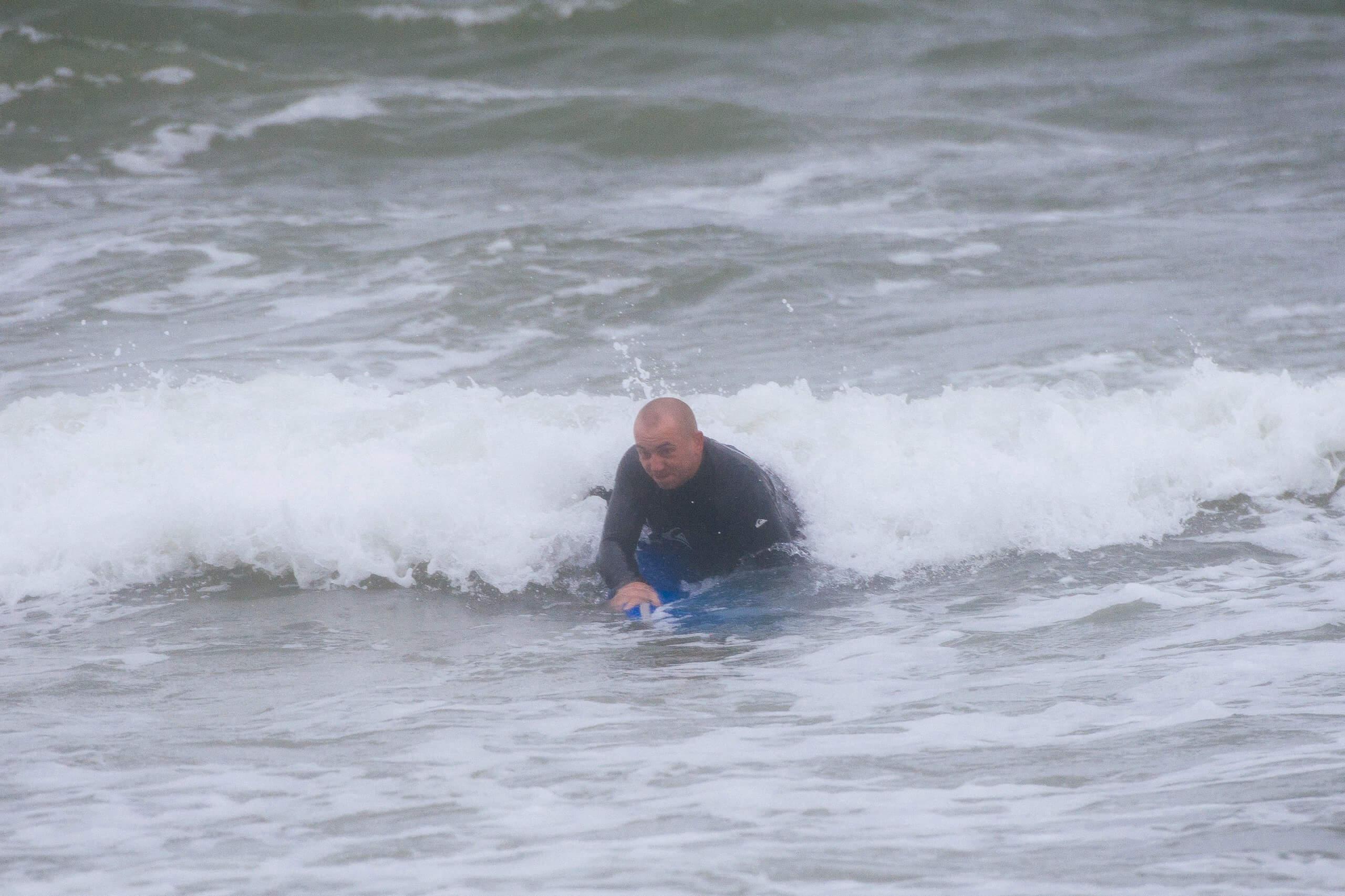 Саша Филяев на серфинге в Балтийском море