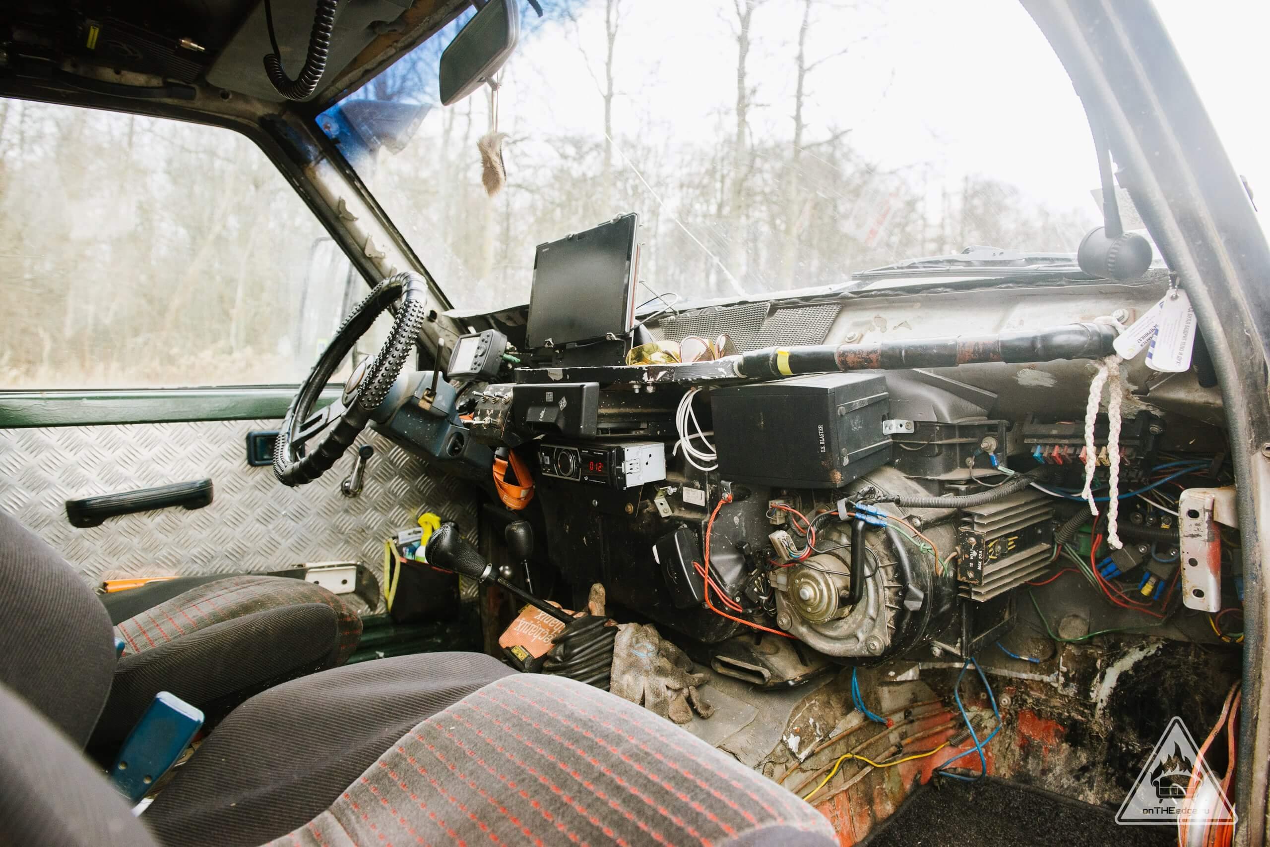 кабина водителя внедорожника