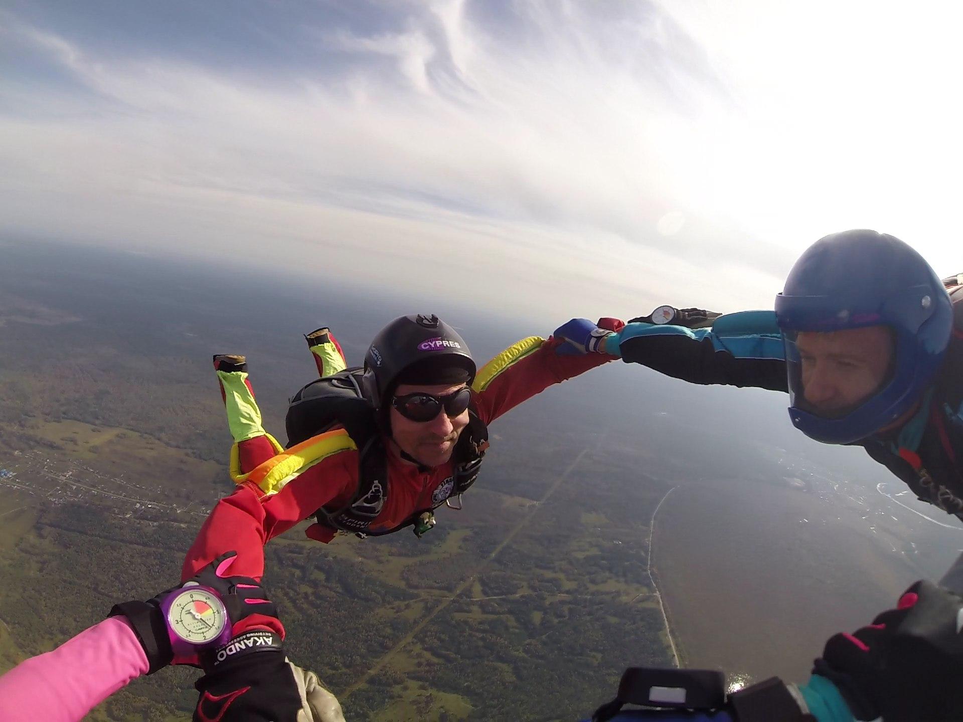 момент прыжка с парашютом
