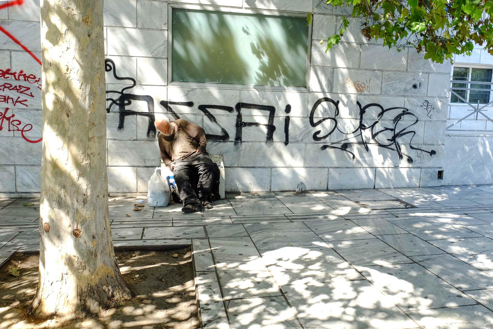 бездомные в афинах