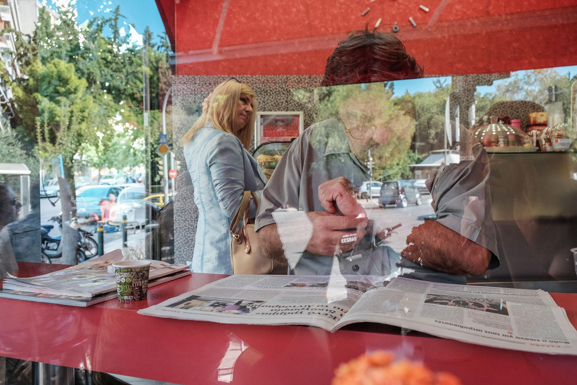 уличное кафе в Афинах в районе Пагкрати