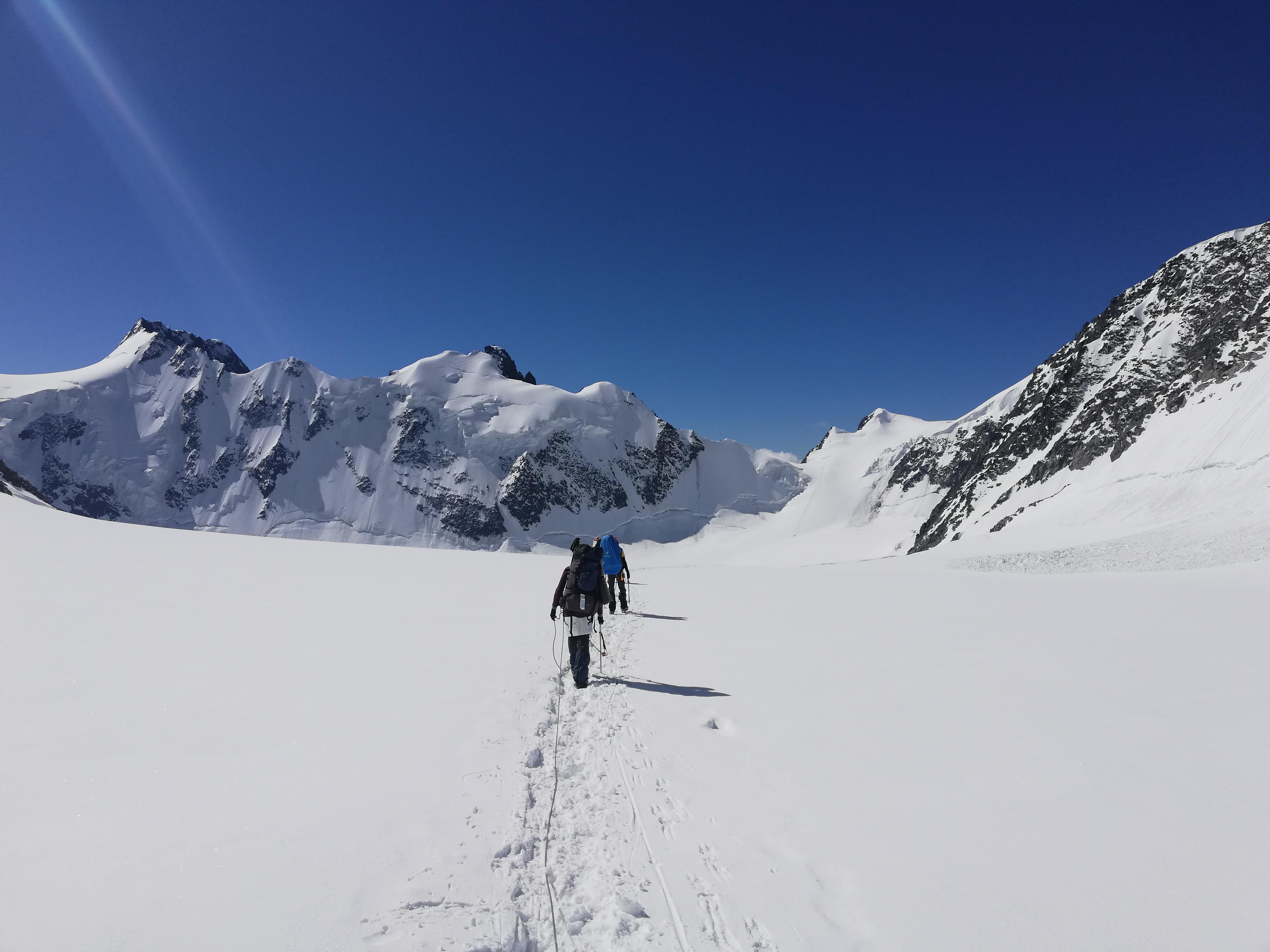 ледник менсу фото
