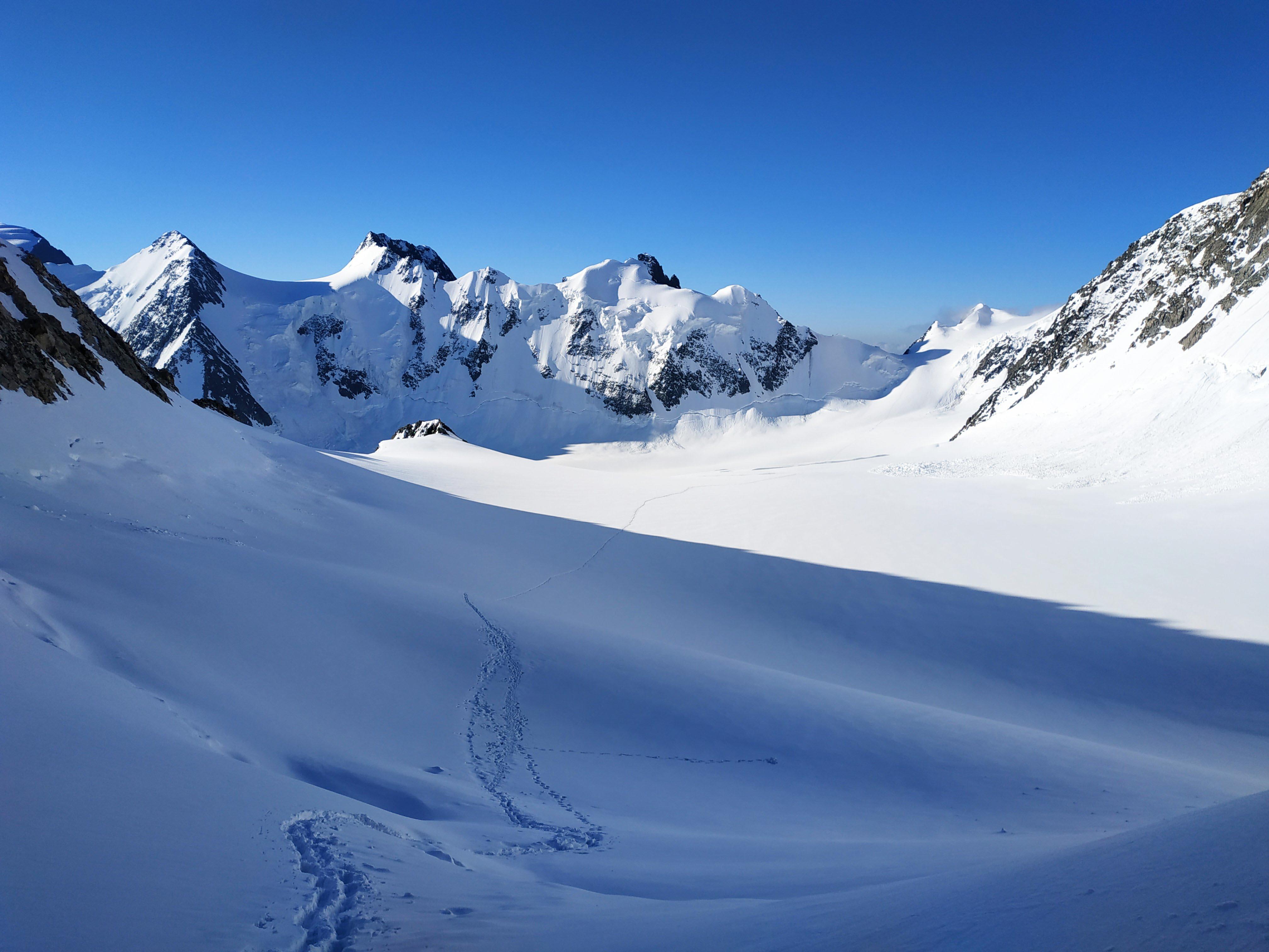 ледник менсу с перевала делоне
