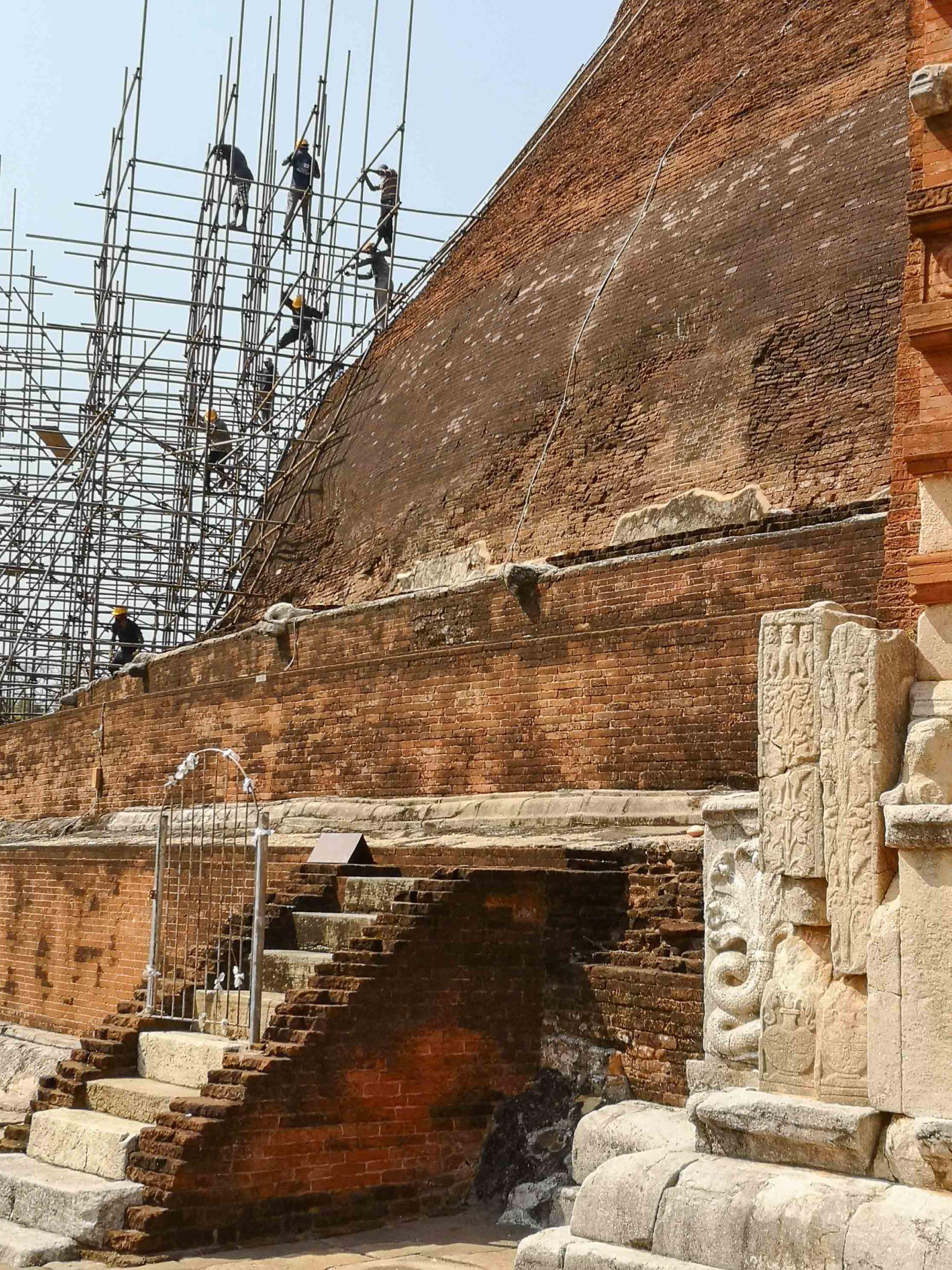 Анурадхапура кирпичная дагоба ремонт