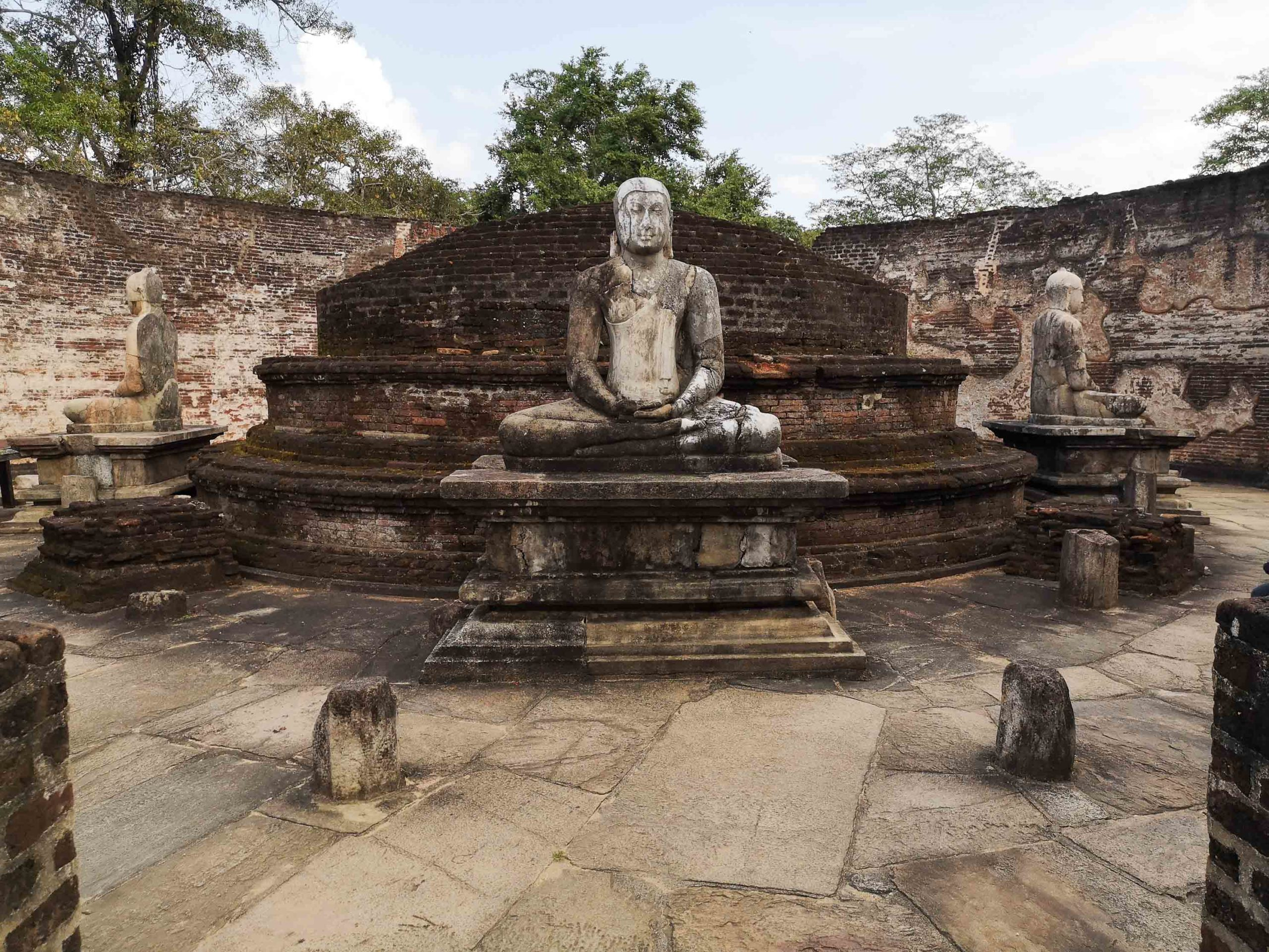 полоннарува храм фото